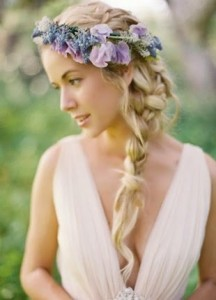 boho-bridal-hairstyle-with-side-braid-and-floral-head-band
